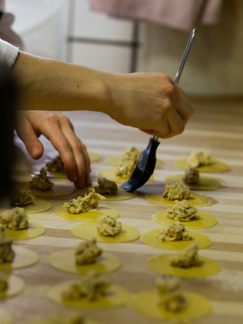 Head chef Christian Ranacher turns organic produce into mouth-watering creations. , © Tirol Werbung / Nicolas Hafele