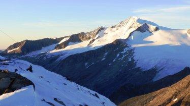 Kreuzspitze looking towards the Venediger Mountains, © Friedl Kratzer