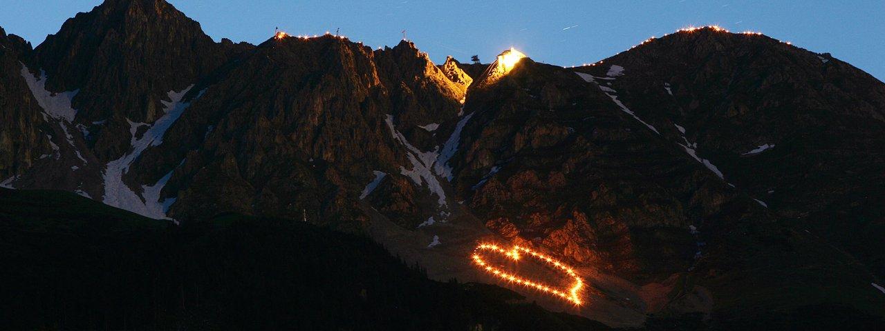Summer solstice fires on the Nordkette mountains above Innsbruck, © Tirol Werbung/Christian Wührer