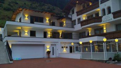 Neues Hotelfoto Sommer mit Beleuchtung