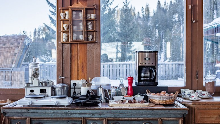 Breakfast buffet with spectacular views at the Angerer Alm, © Thomas Plattner