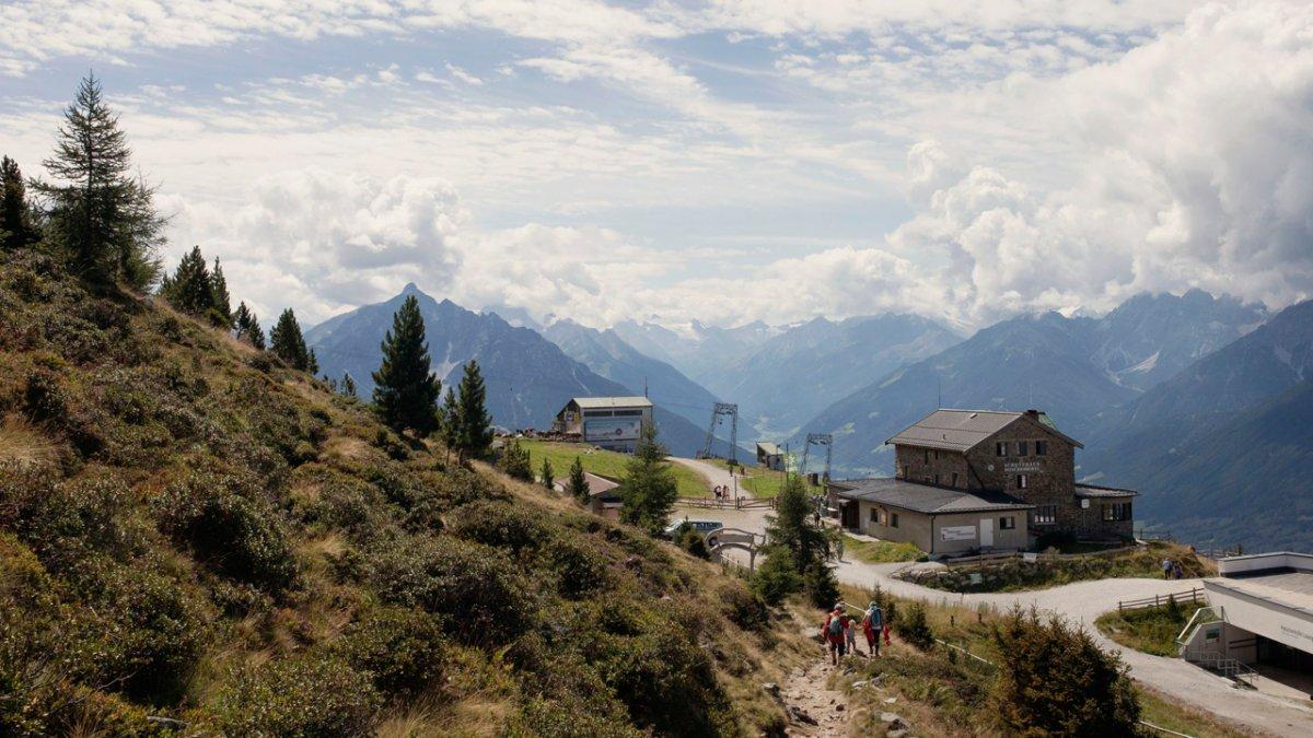 Eagle Walk: Zirbenweg hiking trail on the Patscherkofel mountain, © Tirol Werbung