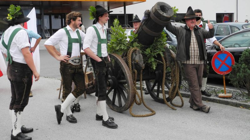 The annual cattle drive is a wonderful Tirolean festival and an ancient rural tradition in Kössen, © TVB Kaiserwinkl
