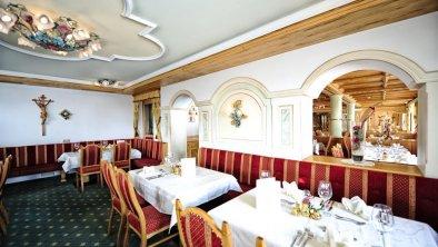 (48) Salon Verwall Speisesaal drei gemütlich hell