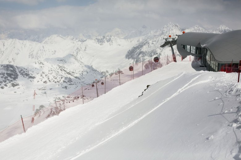The glacier ski resort is one of the main pillars in Pitztal's tourism industry. The spectacular Wildspitzbahn cable car to Hinteren Brunnenkogel opened in October 2012.