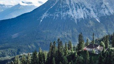 Blick über die Wettersteinhütte in Leutasch, © Olympiaregion Seefeld, Stephan Elsler