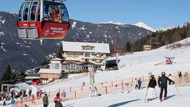 © Herzlich willkommen im Alpen Royal Das Hotel in bester Lage. Mit den Skiern direkt vom Skikeller auf die Pisten Das Wintersportparadies Hochzeiger mit 58 bestens präparierte Pistenkilometern und Snowpark direkt vor der Haustüre bietet viele Möglichkeiten für unvergessliche Urlaubstage.