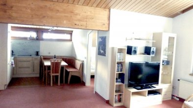 LOUNGE AREA LOOKING TO DINING AREA