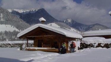 Haus Alpina verschneiter Garten