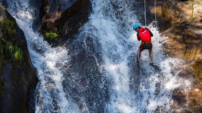 """Acapulco Hotline"" canyoning adventure in the Ötztal Valley, © Area47"