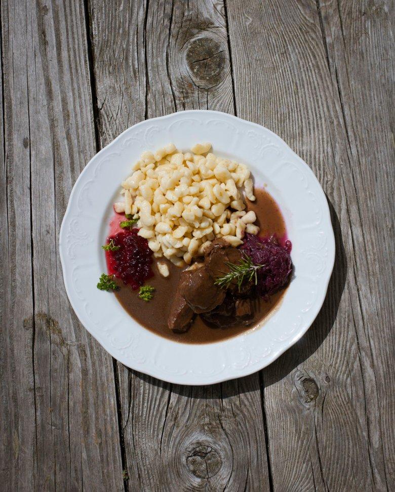 The Erlanger Hütte is famous for its excellent food. , © Tirol Werbung, Jens Schwarz