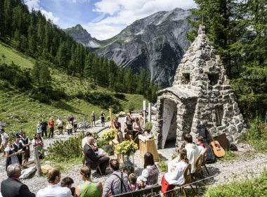 Alpine nuptials at the Binsalm in Karwendel