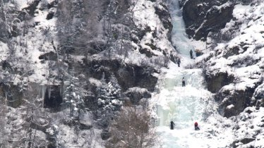 Ice climbing at the Bafflfall in the Sellraintal Valley, © Climbers' Paradise