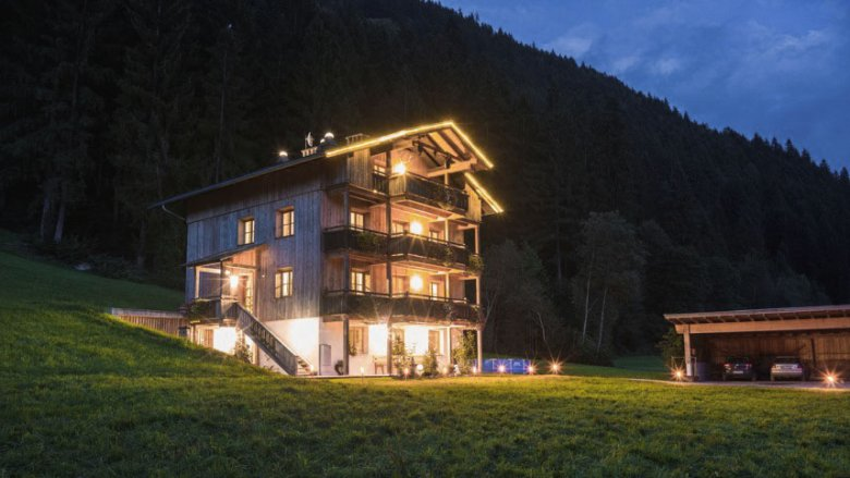 Wow! What a raised hideaway. Between stunning mountain vistas and out-of-this-world stargazing, this property makes for a memorable getaway.