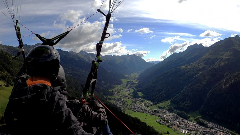 Paragliding above St. Anton, © Arlberg Air