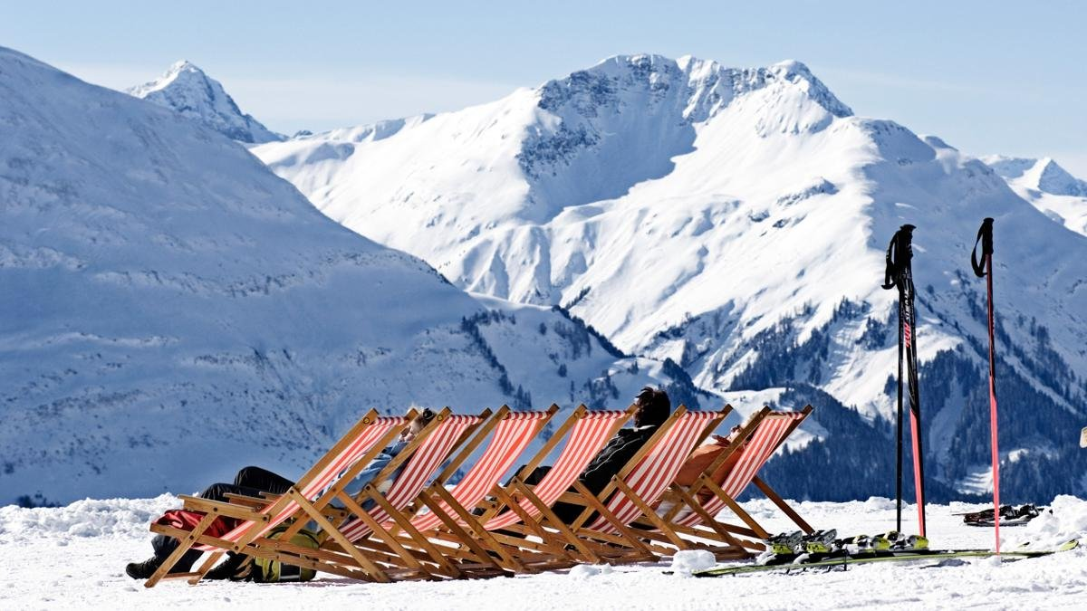 The Lechtal region is home to five small ski areas. Almost all of the slopes in the valley, from Stanzach and Jöchelspitze to the Gföllberglift in Holzgau, are suitable for families. Excellent for skiers and snowboarders looking for pistes not parties., © Lechtal/Irene Ascher