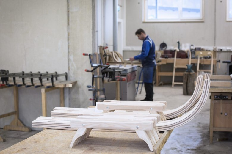 Traditional Craftsmanship: At Gallzeiner, wooden sleds are handcrafted with processes developed over 40 years.