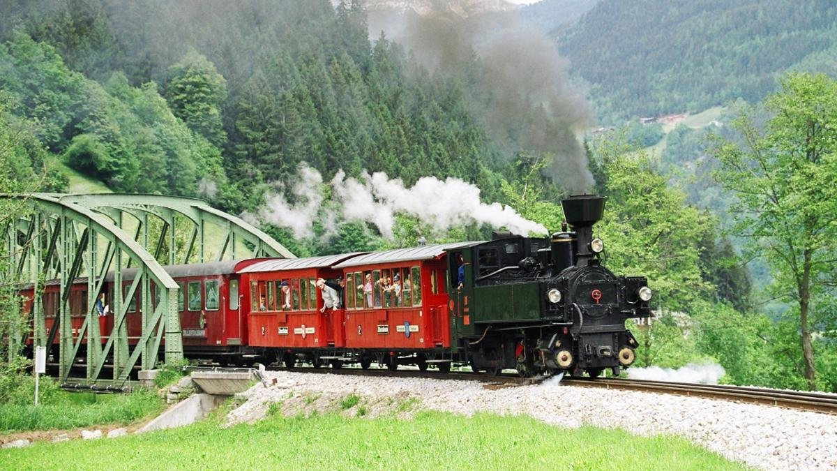 The Zillertalbahn narrow-gauge railway connects Jenbach and Mayrhofen. Though diesel engines are mostly used today, on special occasions the carriages are still pulled by steam engines., © Zillertalbahn