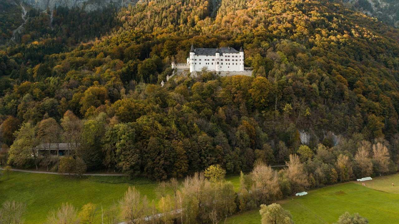 Autumn in Tirol: Schloss Tratzberg, © Tirol Werbung/Mario Webhofer