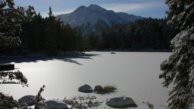 Ice skating on the Möserer See lake
