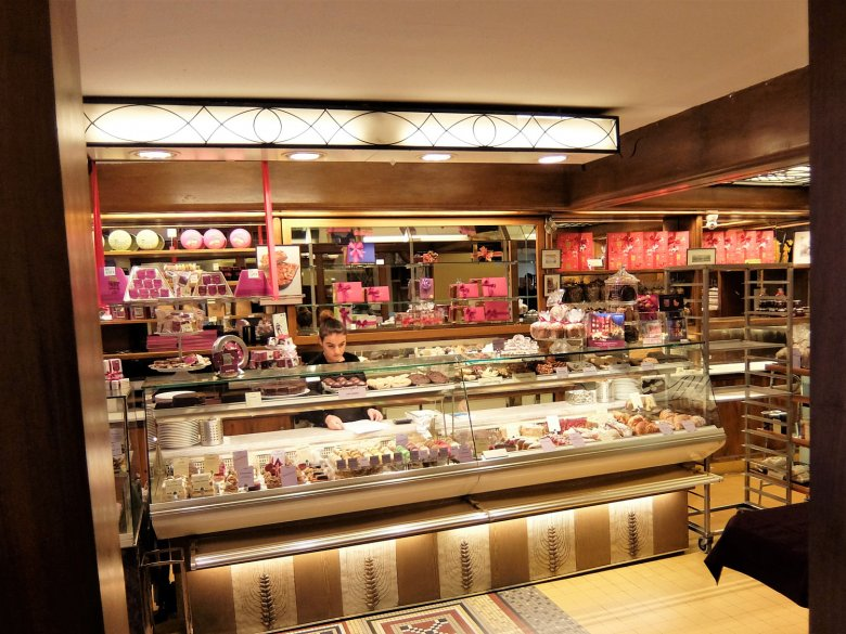 The large selection of patisserie at the Munding is a delight for the eye as well as the palate.