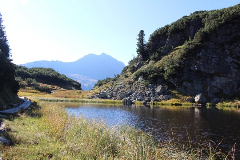 The Maiensee lake near St. Christoph marks the intersection between a pilgrimage trail and a long-distance hiking trail (Eagle Walk). It is the highest point on the Way of Saint James. (c) TVB St. Anton