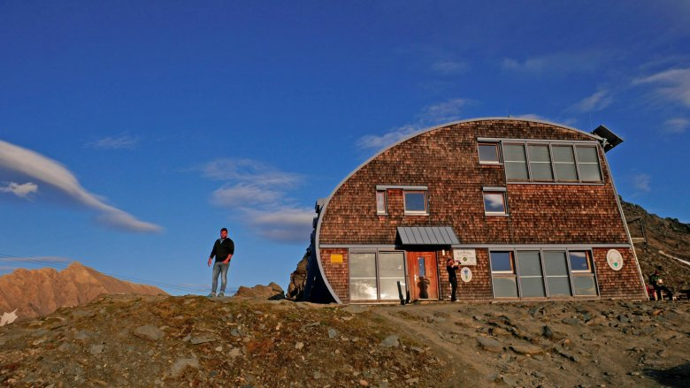 Matteo Bachmann in front of the Stüdl Hut at the foot of the Großglockner mountain. Photo: private