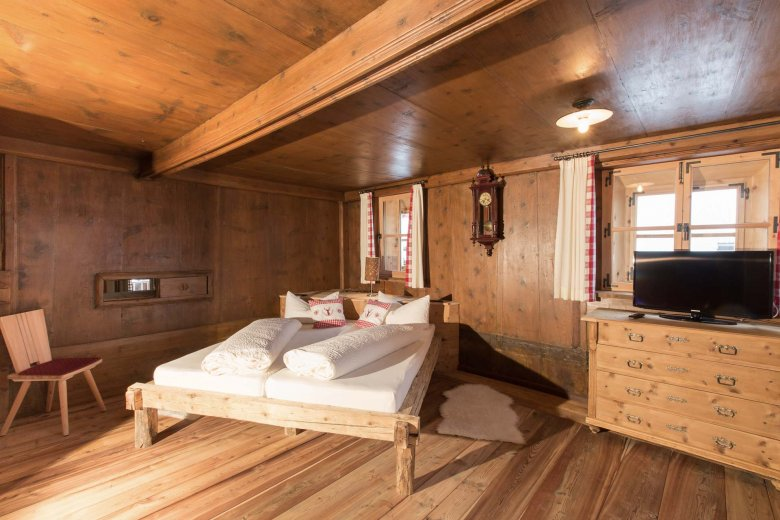 Just like in the good old times, yet with a host of modern conveniences thrown in – the bedrooms at Alpenjuwel.