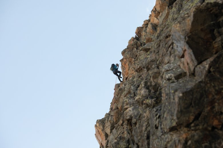 Jannis experiences abseiling for the first time.