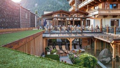 Wellnessgarten mit Restaurant-Terrasse, © Hotel Sonnenhof