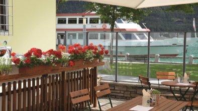 Schifffahrt direkt am Hotel - Umgebung Fürstenhaus
