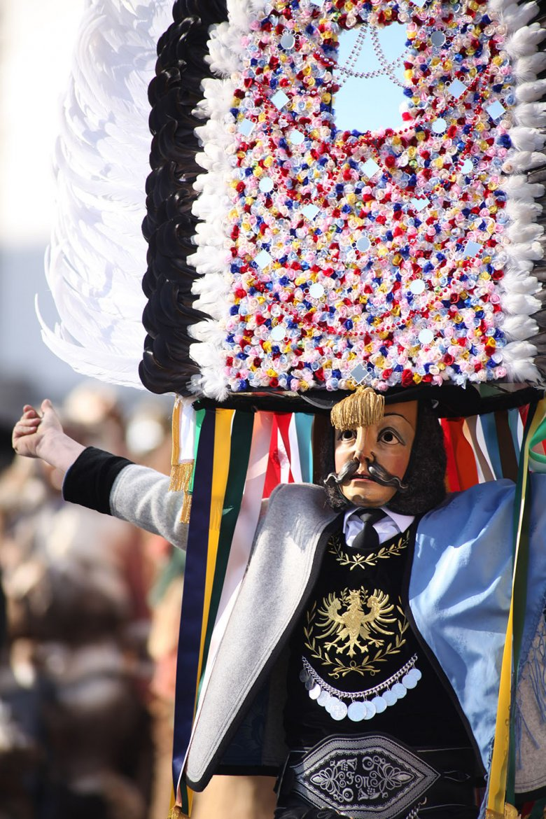 "The ""Spiegeltuxer"" symbolise the tradition of travelling salesmen from the Zillertal Valley."
