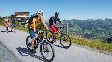 Mountain bike ride up onto the Hahnenkamm mountain, © KitzSki Werlberger