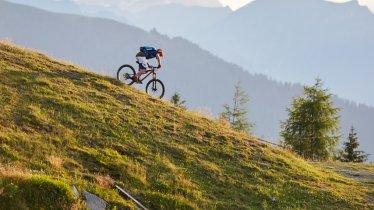 Mountain bike riding near the Mutterer Alm, © TVB Innsbruck/Christian Vorhofer