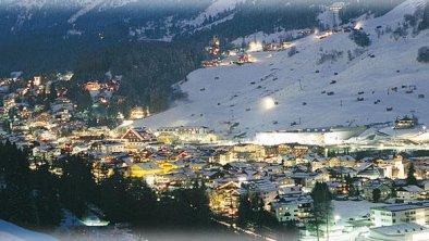 St. Anton im Winter bei Nacht - Pangratz