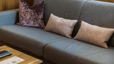 Landhaus-Mader-Hintertux-Wohnzimmer-Sofa