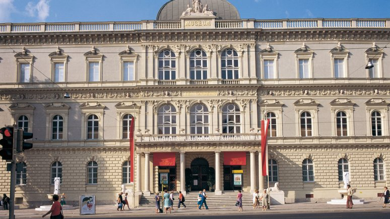 Tiroler Landesmuseum (Tirolean State Museum) Ferdinandeum, © TVB Innsbruck