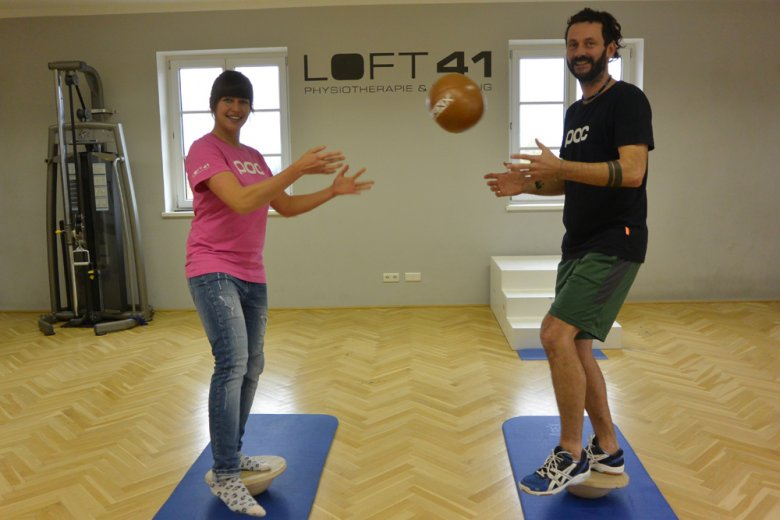 Take a cue from physiotherapists Bettina Sandner and Florian Gastl and learn all about super sets, injury prevention and about the benefits of a joint-by-joint approach to training.