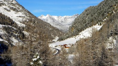 Winterstall mit Blick auf die Stubaier Alpen