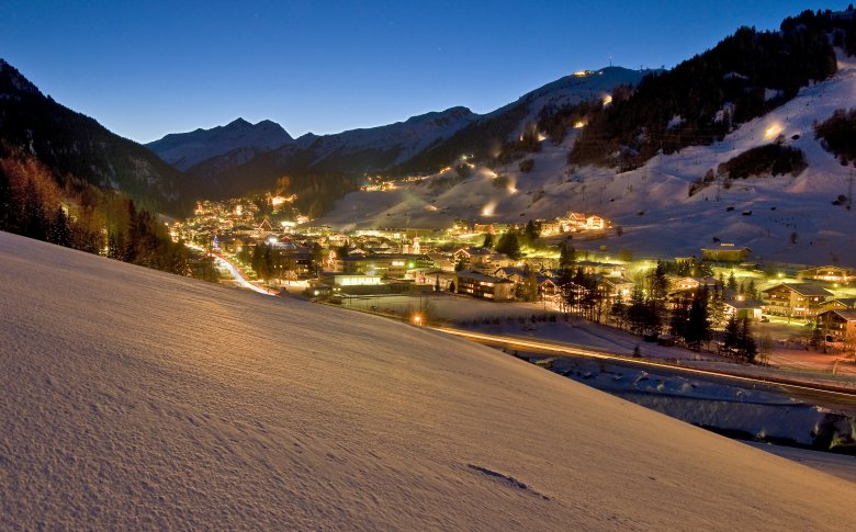 The first ski club was founded in St. Anton in 1901; in the 1930ies, famous ski films were shot here on Location.