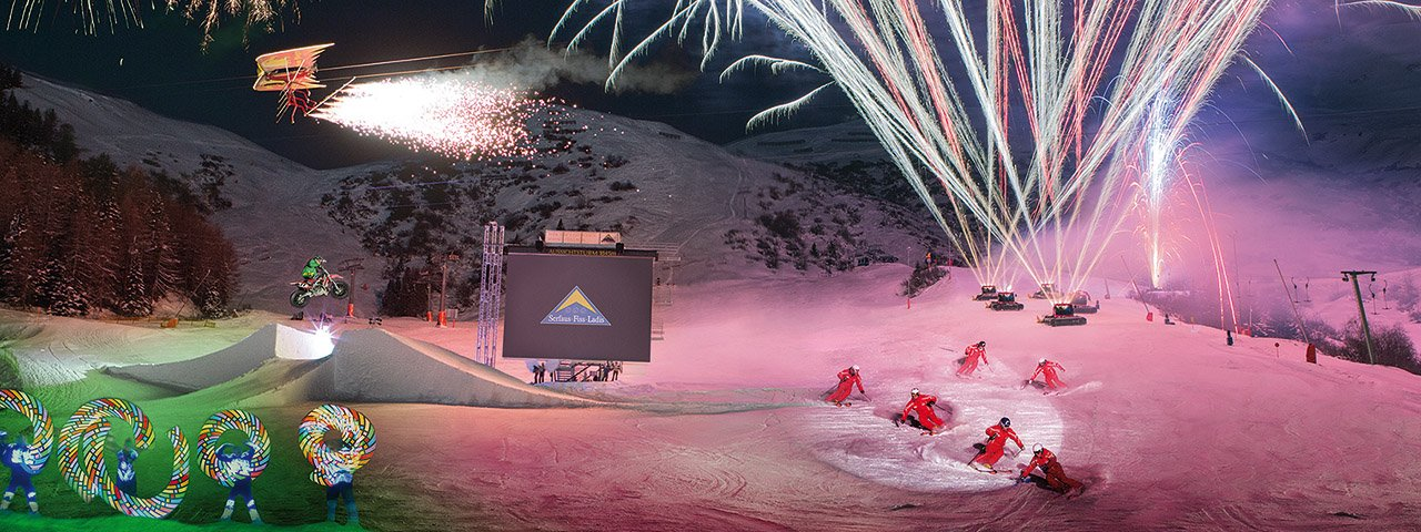 Snow cats, firework displays, Fisser Flieger and Fiss' best skiers and riders: The weekly Nightflow Ski Show is fun for the whole family and not to be missed, © Bergbahnen Fiss-Ladis