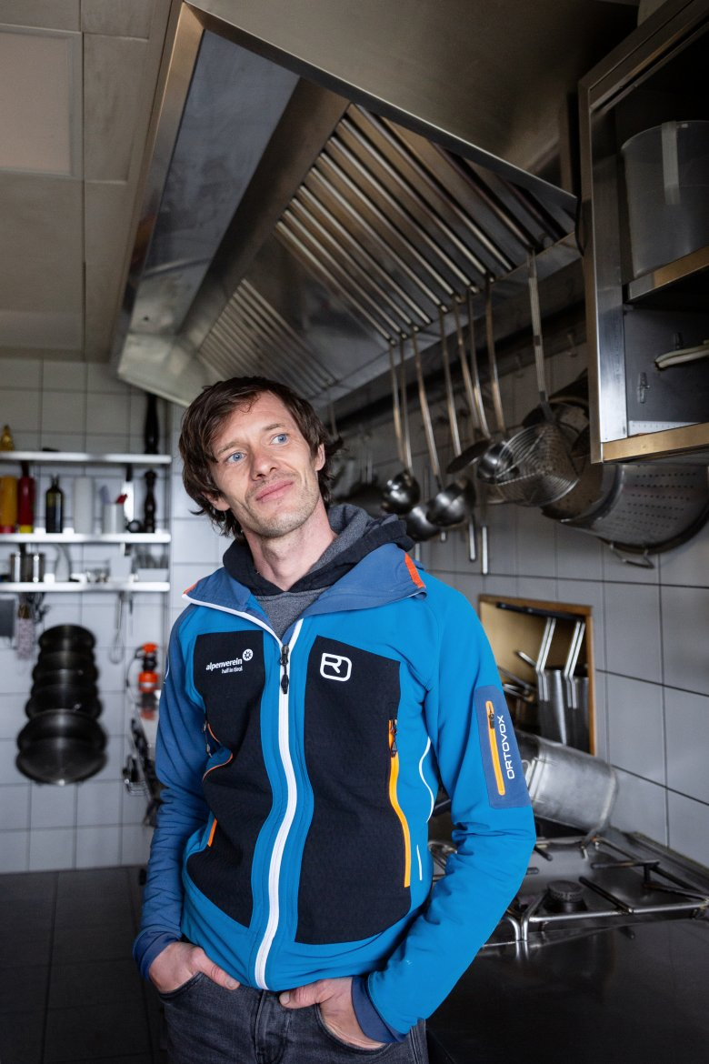 Lukas Aichhorn – part 2 of the hut dream team – is your direct contact at the Alpine moutnain lodge and he is responsible for the regional and culinary imput at the hut.
