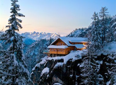 Dolomiten Hut in East Tirol. Photo by TVB Osttirol