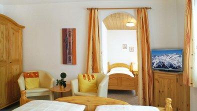Dreibettzimmer, © Haus Ganderau