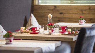 gedeckter Nachspeisentisch, © Hotel Karlwirt