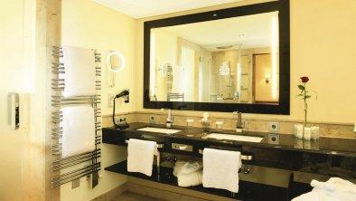 Das Bad in einem Tiroler Zimmer, © Interalpen-Hotel Tyrol