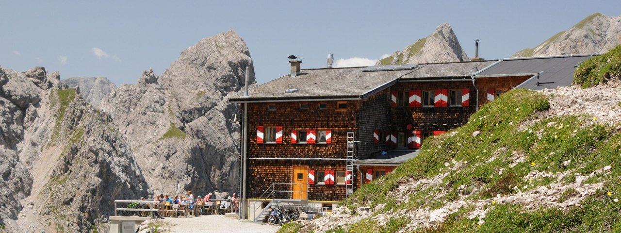 The Karlsbader Hütte in the Lienz Dolomites, © TVB Osttirol / Isep