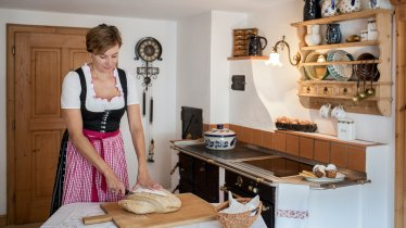 Annelies Paulweber is famous for her baking, in particular her delicious plaited yeast bun., © Tirol Werbung/Lisa Hörterer