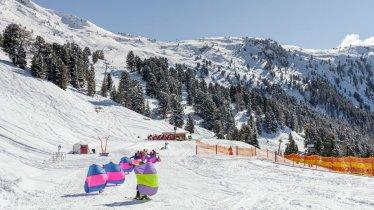 Children's ski lesson at the Hochzeiger ski resort in Jerzens, © Tirol Werbung/Robert Pupeter