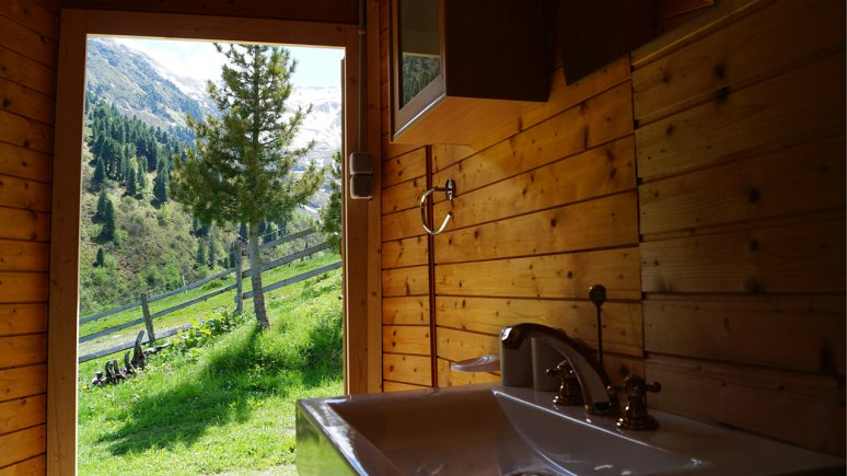 Bathroom, Grasenser Sennerhütte, © Huettenland.com